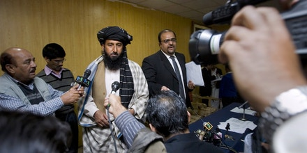 Kareem Khan, (centre) speaks at a press conference with his lawyer in 2010. (AP Photo/Anjum Naveed)