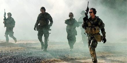 Navy SEALs bei einer Uebung  im John C. Stennis Space Center in Mississippi  (Foto vom 25.10.10). SEALs sind eine Spezialeinheit der U.S. Navy und sind trainiert, verschiedene Operationen auf dem Meer, in der Luft, und an Land auszufuehren. SEAL-Team Six hatte am Sonntag (01.05.11) den Al-Kaida-Terroristen Osama bin Laden in der Naehe der pakistanischen Hauptstadt Islamabad bei einer Kommando-Aktion getoetet, wie das US-Verteidigungsministerium am Dienstag (03.05.11) bekannt gab. (zu dapd-Text) Foto: John Scorza/U.S. Navy/dapd