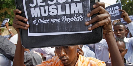 Somali University students carrying placards in French reading