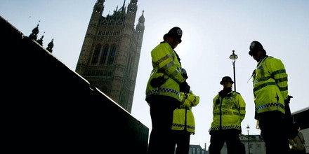 LONDON, ENGLAND - MARCH 2:  A Metropolitan police officer patrols the streets of Westminster March 2, 2004 in London. The government today announced figures showing that police force numbers have reached an all-time high, with an increase af almost 6000 to 138,155 officers in the last 12 months.  (Photo by Ian Waldie/Getty Images) *** Local Caption ***