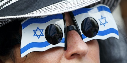LONDON, UNITED KINGDOM - SEPTEMBER 09: A pro-Israeli demonstrator is seen during the pro and anti-Israel demonstrations outside Downing Street in London, England ahead of a visit by Israeli Prime Minister Benjamin Netanyahu on September 9, 2015. (Photo by Tolga Akmen/Anadolu Agency/Getty Images)