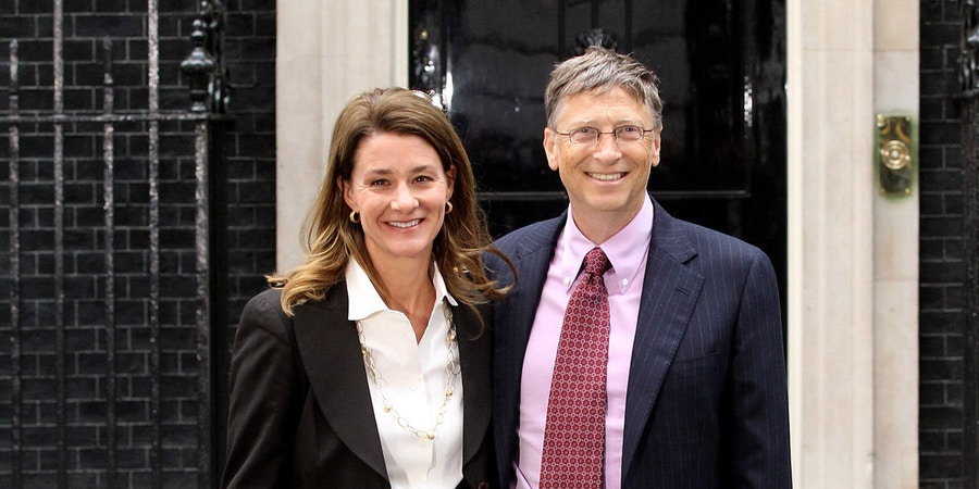 LONDON, ENGLAND - OCTOBER 18:  Bill Gates and his wife Melinda pose for photographs outside Number 10 Downing Street on October 18, 2010 in London, England.  (Photo by Oli Scarff/Getty Images) *** Local Caption *** Bill Gates;Melinda Gates