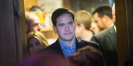 MT PLEASANT, SC - JANUARY 13:  Republican presidential candidate Sen. Marco Rubio (R-FL) arrives a campaign rally at the Water Dog Grill on January 13, 2016 in Mount Pleasant, South Carolina. Tomorrow Rubio will join other candidates seeking the Republican nomination for president for a debate at the North Charleston Coliseum and Performing Arts Center in North Charleston, S.C..  (Photo by Scott Olson/Getty Images)