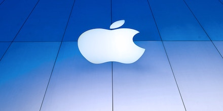 A logo is displayed on the facade of an Apple Inc. store in San Francisco, California, U.S., on Friday, April 19, 2013. Apple Inc. is expected to release earnings data on April 23. Photographer: David Paul Morris/Bloomberg via Getty Images