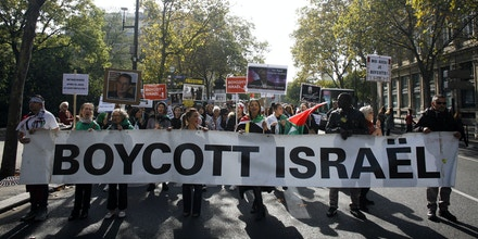 People take part in a pro-Palestinian demonstration on October 10, 2015 in Paris, calling for a boycott of Israel and for the recognition of the State of Palestine. Since October 1, 2015 and the murder of two West Bank settlers, clashes in Israel have left at least four Israelis and 17 Palestinians dead.     AFP PHOTO / MATTHIEU ALEXANDRE        (Photo credit should read MATTHIEU ALEXANDRE/AFP/Getty Images)
