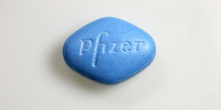 (GERMANY OUT) Viagra-Tabletten VGR100 des Arzneimittelherstellers Pfizer (Photo by Wodicka/ullstein bild via Getty Images)