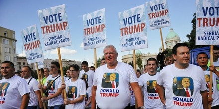 Serbian Radical Party leader Vojislav Seselj (C) and his party members wear t-shirts showing Republican US presidential candidate Donald Trump as they protest in front of the Serbian Parliament building against the visit US Vice President Joe Biden in Belgrade on August 16, 2016. / AFP / ALEXA STANKOVIC        (Photo credit should read ALEXA STANKOVIC/AFP/Getty Images)