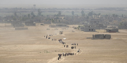 MOSUL, IRAQ - JULY 3: Iraqi people who fled from their villages due to the clashes, go to Dibege Tent Camp in Mosul's Mahmur district as Mosul rescue operation from Daesh continues in Mosul, Iraq on July 3, 2016. (Photo by Hemn Huseyin/Anadolu Agency/Getty Images)