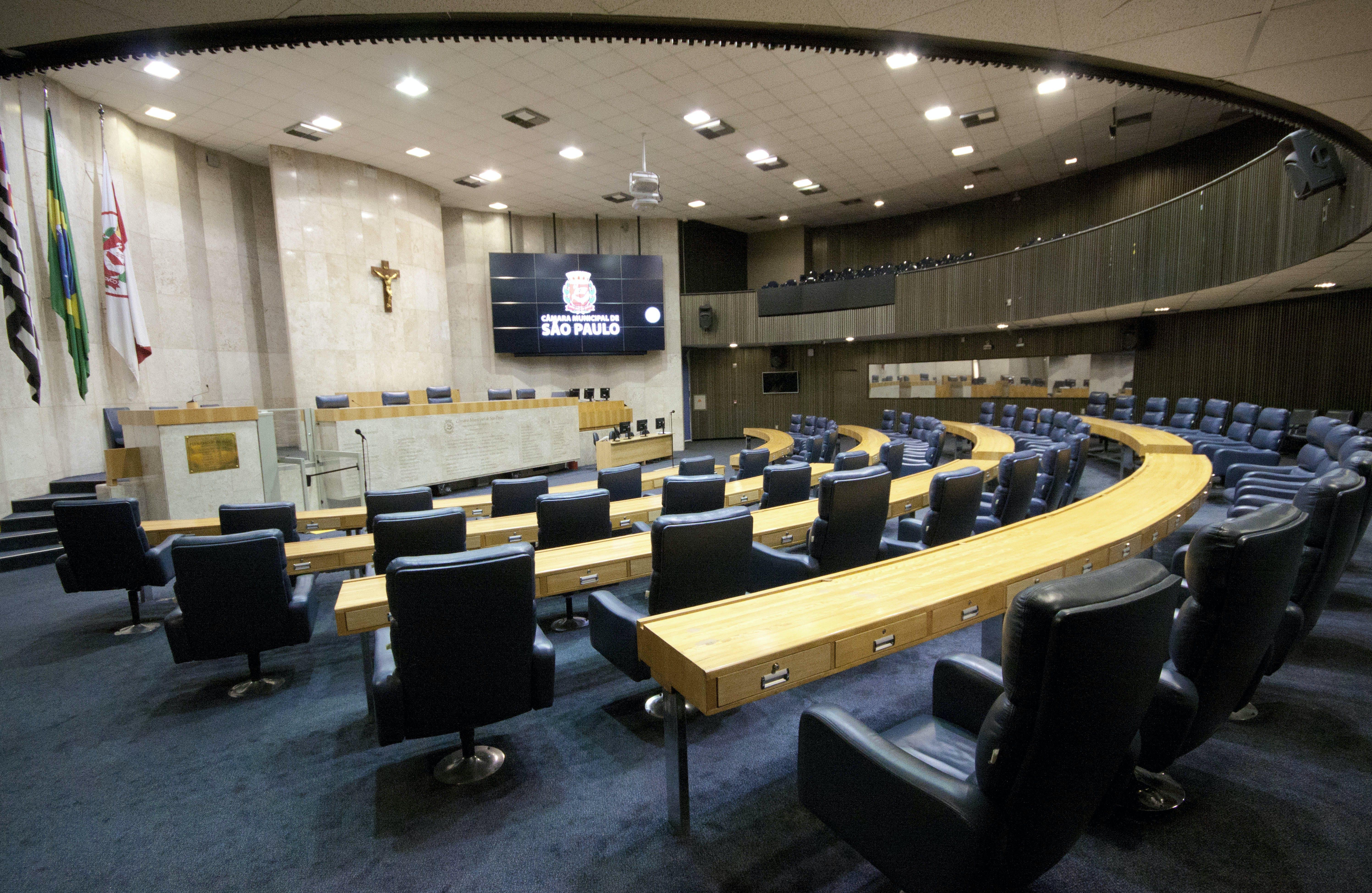 """Com 57 mil vereadores, Brasil elegerá verdadeira """"cidade legislativa"""" que custa R$ 10 bi por ano"""