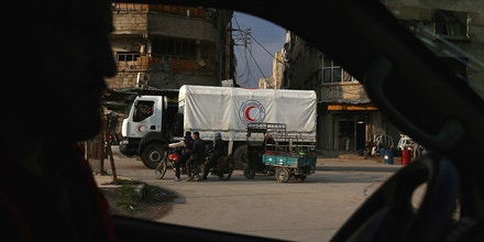 A Syrian Red Crescent truck part of a convoy carrying humanitarian aid is seen in Kafr Batna, on the outskirts of Damascus on February 23, 2016, during an operation in cooperation with the UN to deliver aid to thousands of besieged Syrians.