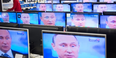An employee stands by TV sets in a shop in Moscow on April 16, 2015 during the broadcast of Russian President Vladimir Putin's annual televised phone-in with the nation. AFP PHOTO / ALEXANDER UTKIN        (Photo credit should read ALEXANDER UTKIN/AFP/Getty Images)
