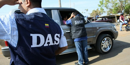 members of the Colombian DAS check cars in the border region of Paraguachon, in the Colombian-Venezuelan Guajira, state of Maracaibo, some 650 km northwest of Caracas on March 4, 2008. Colombia on Monday tried to tamp down tensions over its incursion into Ecuador, which has sparked diplomatic rebukes from around Latin America and led to a military standoff with its neighbors. Venezuela and Ecuador moved troops to their borders with Colombia and engaged in a war of words following Colombia's anti-guerrilla raid Saturday into Ecuador.   AFP PHOTO/Juan BARRETO (Photo credit should read JUAN BARRETO/AFP/Getty Images)