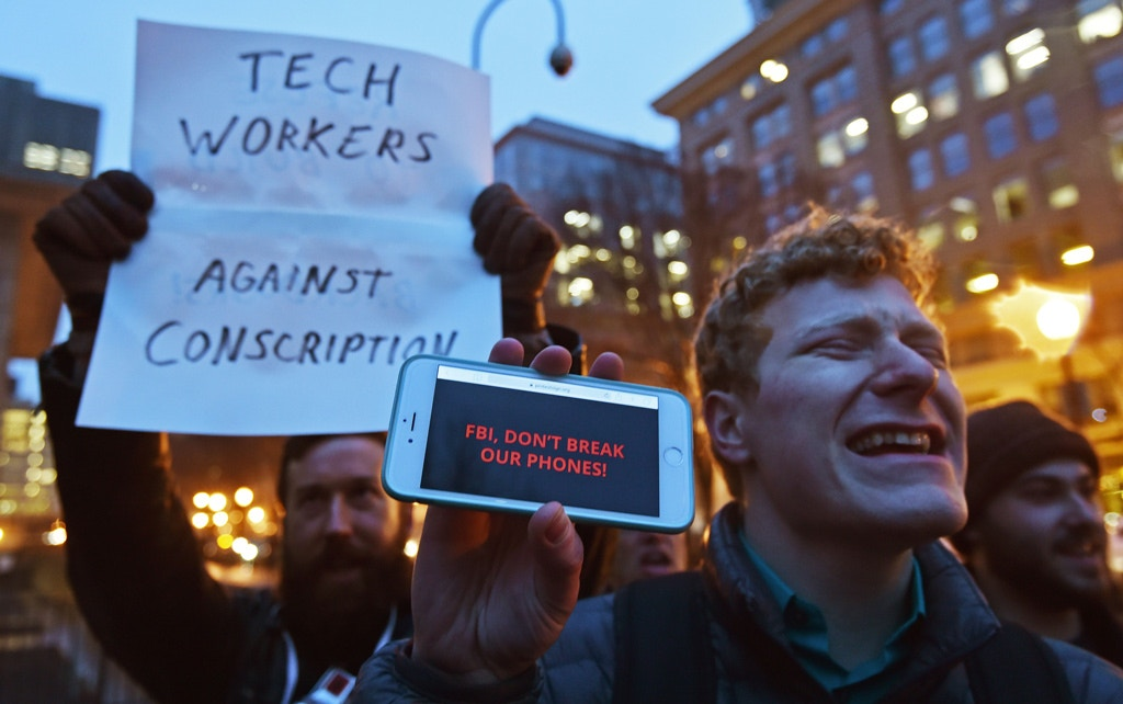 Protesters demonstrate outside the Federal Bureau of Investigation (FBI) headquarters building in Washington, DC, February 23, 2016, objecting to the US government attempt to put a backdoor into the Apple I-Phone.<br /> Apple is battling the US government over unlocking devices in at least 10 cases in addition to its high-profile dispute involving the iPhone of one of the San Bernardino attackers, court documents show. / AFP / PAUL J. RICHARDS        (Photo credit should read PAUL J. RICHARDS/AFP/Getty Images)