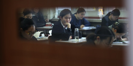 SEOUL, SOUTH KOREA - NOVEMBER 12:  South Korean students take their College Scholastic Ability Test at a school on November 12, 2014 in Seoul, South Korea. More than 630,000 high school seniors and graduates sit for the examinations at 1,212 test centers across the country, where academic records are all important. Success in the exam, one of the most rigourous standardized tests in the world, enables students to study at Korea's top universities.  (Photo by Chung Sung-Jun/Getty Images)
