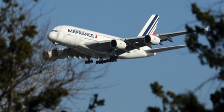 An Air France Airbus A380 plane makes it approach to John F. Kennedy International Airport November 20, 2009 in New York for the first A380 Superjumbo flight on the Paris-Charles de Gaulle to New York-JFK route. Daily flights are scheduled to start on November 23, 2009. AFP PHOTO/Stan Honda / AFP / STAN HONDA (Photo credit should read STAN HONDA/AFP/Getty Images)