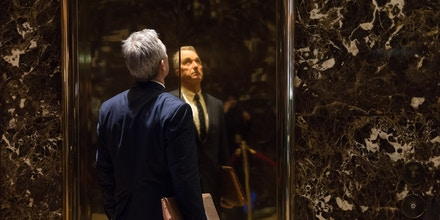 Robert F. Kennedy, Jr. arrives for a meeting with US President-elect Donald Trump at Trump Tower in New York, January 10, 2017. / AFP / Bryan R. Smith        (Photo credit should read BRYAN R. SMITH/AFP/Getty Images)
