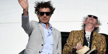 British The Rolling Stones' Mick Jagger waves next to Keith Richards upon arrival in Montevideo on February 15, 2016, on the eve of their presentation within the America Latina Ole Tour.   AFP PHOTO / PABLO PORCIUNCULA / AFP / PABLO PORCIUNCULA        (Photo credit should read PABLO PORCIUNCULA/AFP/Getty Images)
