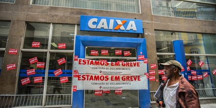 Posters placed in bank branch facade in Sao Paulo, Brazil, informing the strike of the category on September 6, 2016.More than 7,000 agencies stop throughout Brazil, bank went on indefinite strike from September 6.The first day of the strike of bank paralyzed the 7,359 operating branches across the country. The number is equivalent to 31.25% of total branches throughout Brazil, according to Central Bank data (Central Bank).Only in Sao Paulo, the movement ended the first day with a membership of more than 35,000 workers at 680 workplaces. (Photo by Cris Faga/NurPhoto via Getty Images)