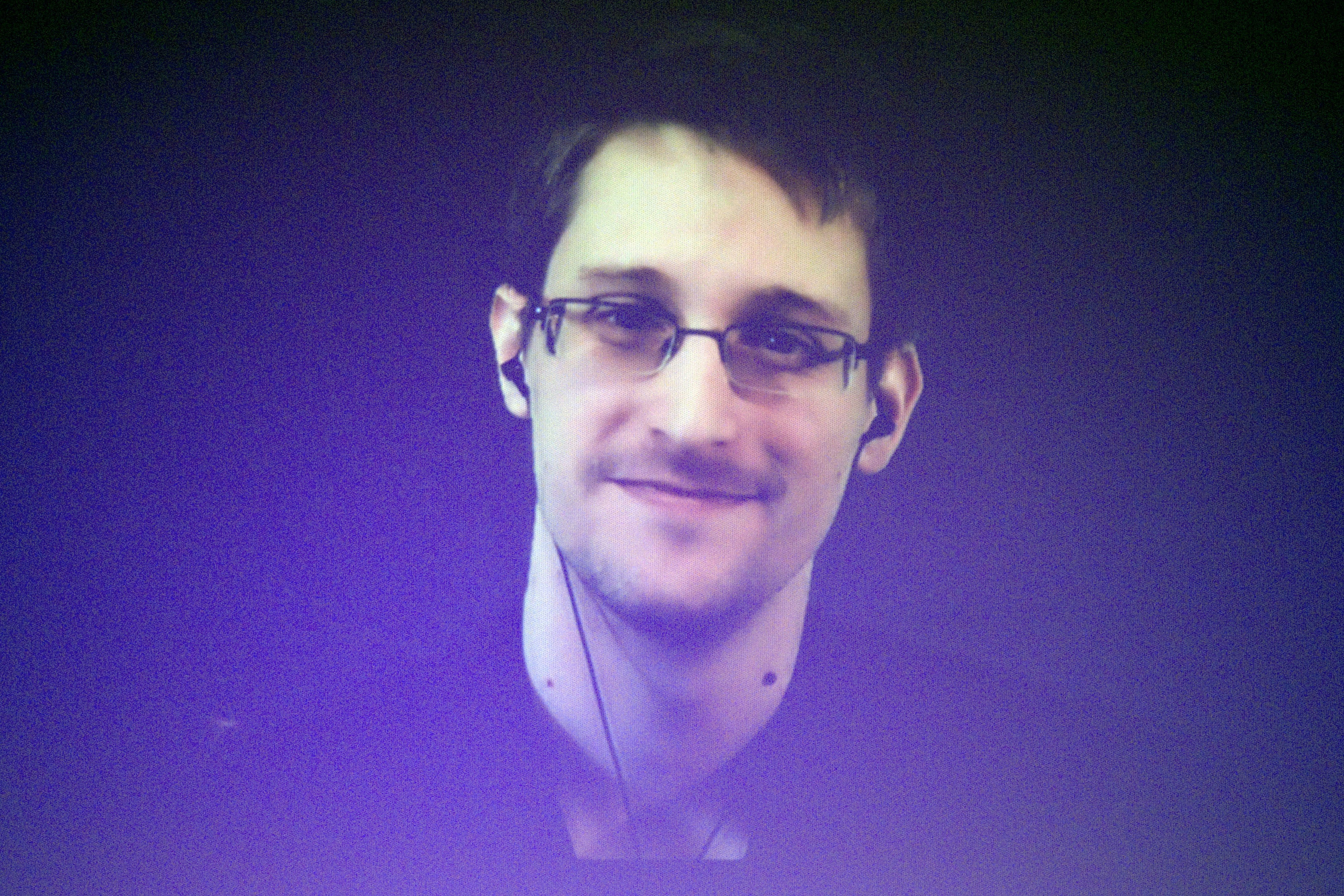 Edward Snowden will soon sign a petition for asylum 16.07.2013 28