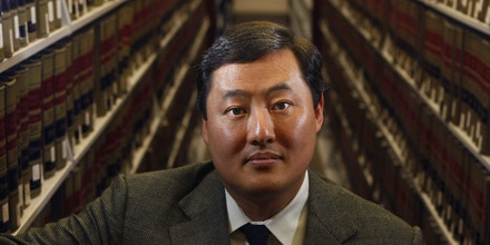 FEBRUARY 9, 2009. ORANGE, CA. USBerkeley visiting law professor John Yoo in the law library at Chapman University School of Law in Orange, CA, on February 9, 2009. He was the primary architect of the Bush Administration's policy on torture.  (Photo by Don Bartletti/Los Angeles Times via Getty Images)