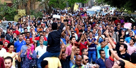 Egyptian protesters chant slogans during a demonstration in Cairo on April 25, 2016, against the handing over of two Red Sea islands to Saudi Arabia.Egyptian police fired tear gas at protesters in the Egyptian capital who defied government warnings and held a rally calling for the