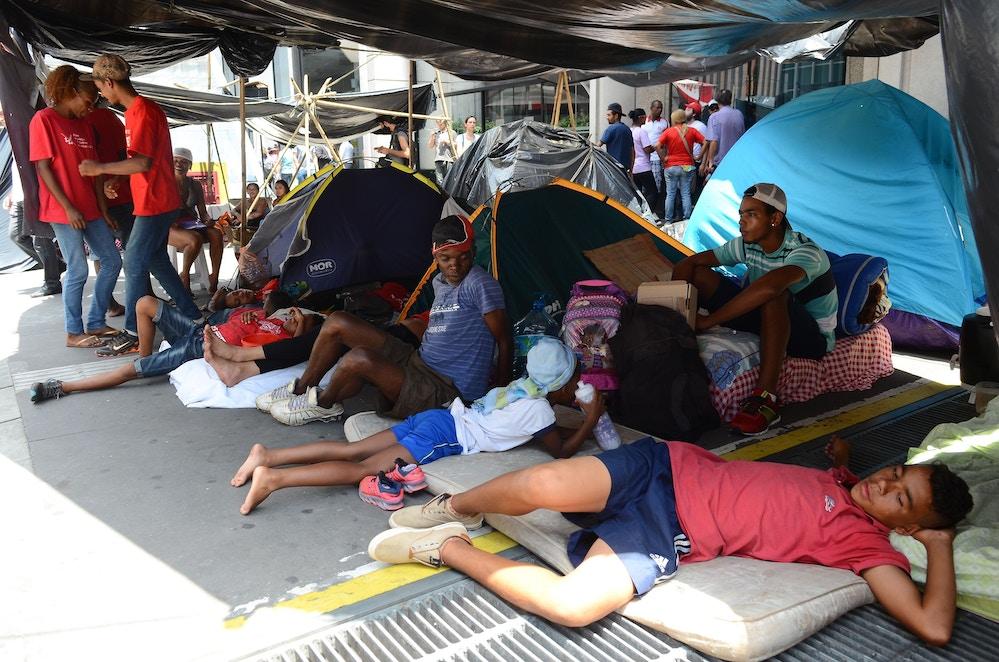 São Paulo - Integrantes do Movimento dos Trabalhadores Sem Teto (MTST) acampados na Avenida Paulista, em frente ao escritório da Presidência da República, em protesto por moradia popular (Rovena Rosa/Agência Brasil)