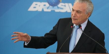 Brasília - Presidente Michel Temer na cerimônia de assinatura do decreto que dispõe sobre o Regulamento de Inspeção Industrial e Sanitária de Produtos de Origem Animal (Riispoa), no Palácio do Planalto (Valter Campanato/Agência Brasil)