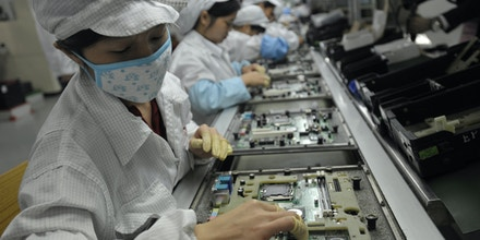 This photo taken on May 27, 2010 shows Chinese workers in the Foxconn factory in Shenzhen, in southern China's Guangdong province.  A labour rights group said on June 28, it had found