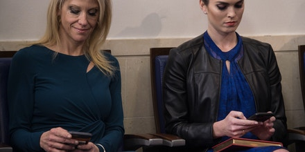 White House advisors Kellyanne Conway (L) and Hope Hicks attend the daily press briefing at the White House in Washington, DC, on January 30, 2017. / AFP / NICHOLAS KAMM        (Photo credit should read NICHOLAS KAMM/AFP/Getty Images)
