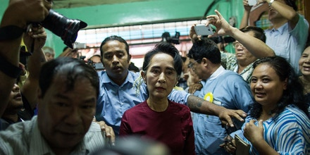 YANGON, MYANMAR - NOVEMBER 08:  Aung San Suu Kyi, the Burmese opposition politician, chairperson of the National League for Democracy (NLD) in Burma, and Nobel Peace Prize winner, arrives at the polling station to cast vote during Myanmar's first free and fair election on November 8, 2015 in Yangon, Myanmar. The elections will be Myanmar's first openly contested polls in 25 years, following decades of military rule.  (Photo by Lam Yik Fei/Getty Images)