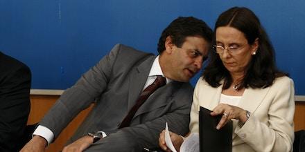 BELO HORIZONTE, MG, BRASIL, 25-06-2009: O governador de Minas Gerais, Aécio Neves, ao lado de sua irmã Andréa Neves, que é presidente do  Servas, durante anúncio dos dez artistas selecionados para participar da segunda eição do projeto