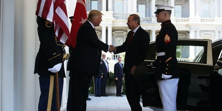 WASHINGTON, DC - MAY 16:  U.S. President Donald Trump (L) welcomes President Recep Tayyip Erdogan (R) of Turkey outside the West Wing of the White House May 16, 2017 in Washington, DC. President Trump hosted President ErdoganÊwith an Oval Office meeting and a working luncheon. Both leaders are expected to give a joint statement.  (Photo by Alex Wong/Getty Images)