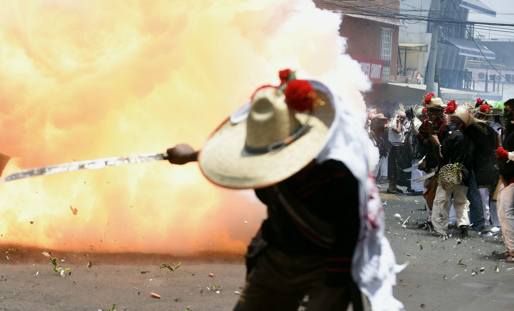 Artists take part in the reenactment of the Battle of Puebla -Mexico's victory over France in 1862- during its anniversary celebration at Penon de los Banos neighbourhood in Mexico City, on May 5, 2016.   Although in 1863 France finally took the Mexican capital and installed a five-year regime led by Emperor Maximilian, the Battle of Puebla's importance lies in that it strengthened the Mexican spirit after it prevented Napoleon III from conquering the country in a first attempt. / AFP / ALFREDO ESTRELLA        (Photo credit should read ALFREDO ESTRELLA/AFP/Getty Images)