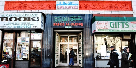A woman enters the Al-Farooq mosque, center, on Atlantic Avenue in the Brooklyn borough of New York, Wednesday, March 5, 2003.  Prosecutors alleged in a complaint unsealed in a Brooklyn federal court that the storefront mosque in Brooklyn was a lucrative source of funds for al-Qaida, that some of the millions of dollars raised by a Yemeni cleric for the terrorist group was collected at the mosque. (AP Photo/Scout Tufankjian)