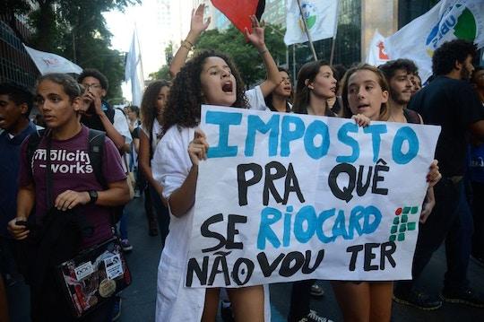Rio de Janeiro - Estudantes secundaristas protestam contra retirada do passe livre, no centro da cidade (Fernando Frazão/Agência Brasil)