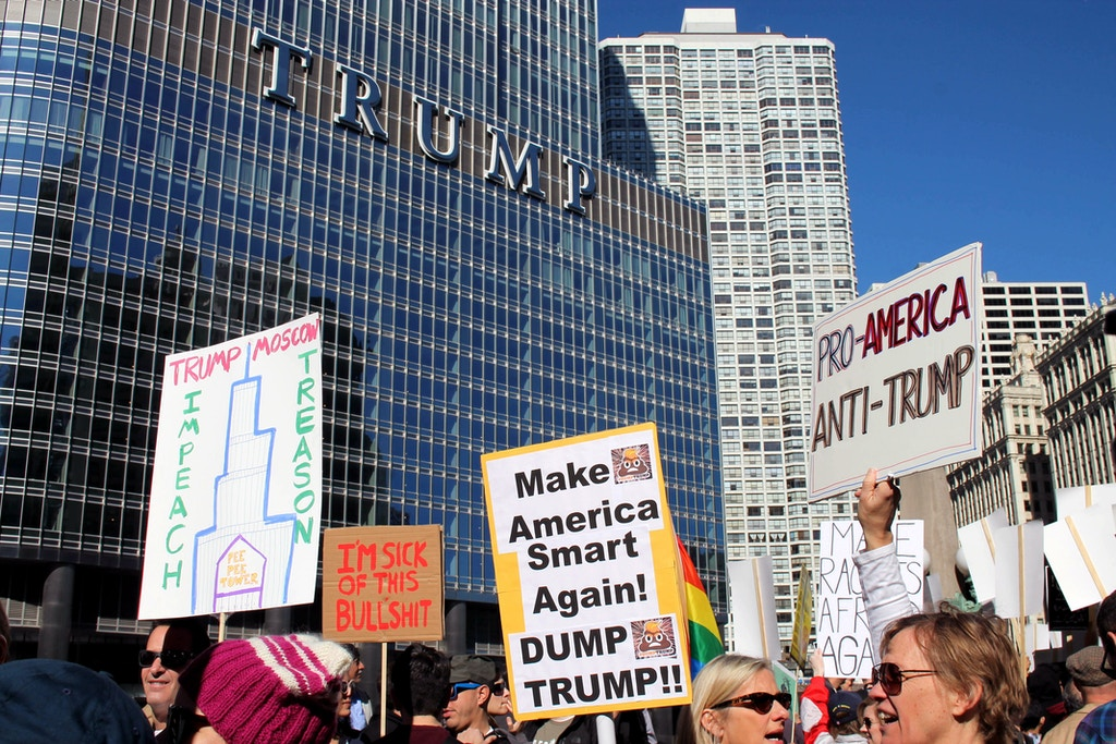 Demonstrators protest against US President Donald Trump outside Trump Tower on the one-month anniversary of his inauguration, February 19, 2017 in Chicago, Illinois. / AFP / Derek R. HENKLE        (Photo credit should read DEREK R. HENKLE/AFP/Getty Images)