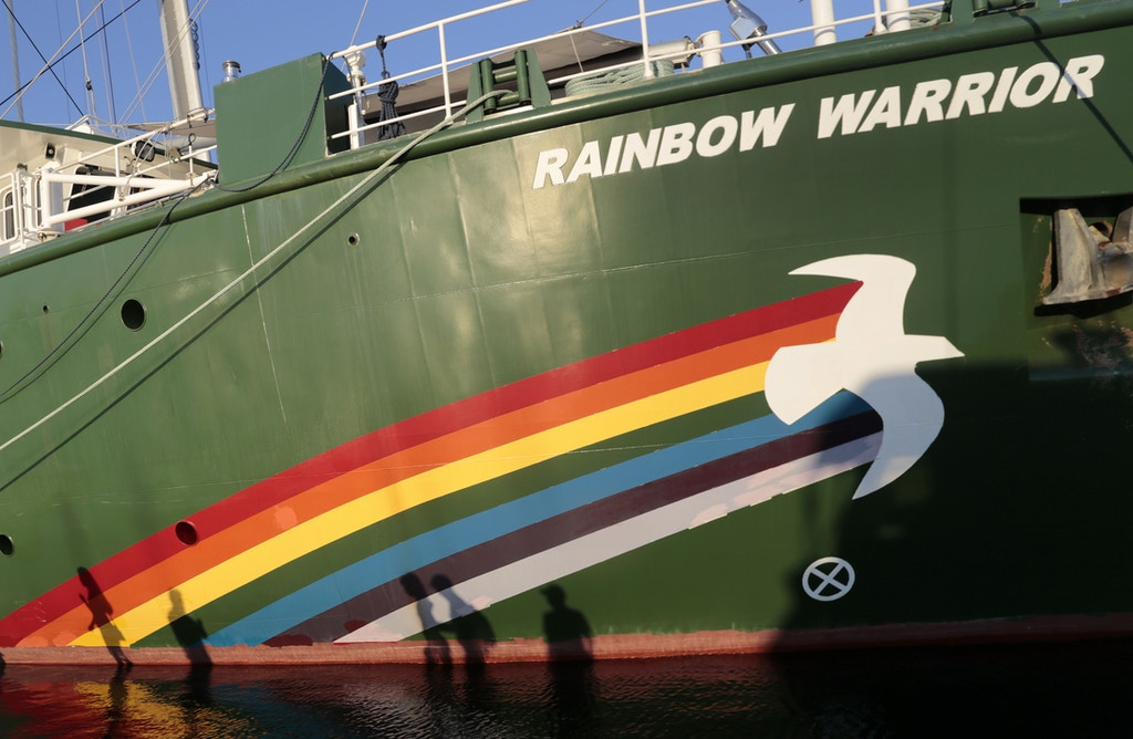 Greenpeace's Rainbow Warrior campaigning ship remains docked in the port of Acapulco, state of Guerrero, Mexico, on January 17, 2014.  AFP PHOTO / Pedro Pardo        (Photo credit should read Pedro PARDO/AFP/Getty Images)
