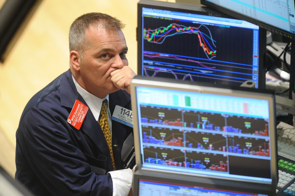 Albert Young, a floor official with H&R Block Financial Advisors, watches the early numbers on the floor of the New York Stock Exchange, Friday, Feb. 29, 2008.  Stocks fell sharply after a series of economic and earnings reports and a further rise in oil prices stoked concerns about the health of economy. (AP Photo/Henny Ray Abrams)