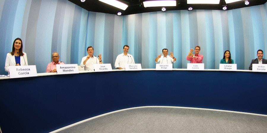 MANAUS,AM,03.08.2017:ELEIÇÃO-GOVERNADOR-DEBATE-REDE-AMAZÔNICA - (e/d) Candidatos Rebeca Garcia (PP), Amazonino Mendes (PDT), José Ricardo (PT), Marcelo Serafim (PSB), Eduardo Braga (PMDB), Luiz Castro (REDE), Liliane Araújo (PPS) e Wilker Barreto (PHS) durante debate entre candidatos da Eleição Suplementar para Governador do Amazonas, na Rede Amazônica, afiliada da Rede Globo em Manaus (AM), na noite desta quinta-feira (3). A eleição foi determinada pelo TSE após a cassação do Governador José Melo. (Foto: Edmar Barros/Futura Press/Folhapress)