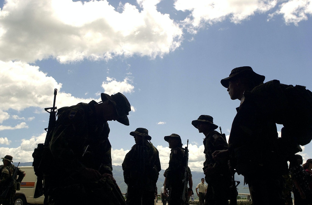 "Honduran soldiers prepare their bags during a farewell ceremony for the Honduran Air Force at the Soto Cano Base, in Comayagua 80 km north from Tegucigalpa, Honduras, Sunday, Aug. 10, 2003. Some 370 soldiers from Honduras will be part of the ""F.T. Xatruch"" group who will participate in humanitarian missions in Iraq under Spain's mandate. (AP Photo/Ginnette Riquelme)"