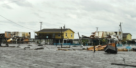 Flooded houses after Hurricane Harvey hit Rockport, Texas on August 26, 2017.   / AFP PHOTO / MARK RALSTON        (Photo credit should read MARK RALSTON/AFP/Getty Images)