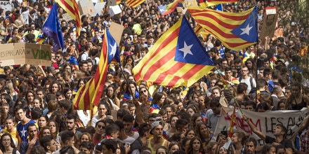 BARCELONA, SPAIN - SEPTEMBER 28:  Students gather as they demonstrate against the position of the Spanish government to ban the Self-determination referendum of Catalonia during a university students strike on September 28, 2017 in Barcelona, Spain. The Catalan government is keeping with its plan to hold a referendum, due to take place on October 1, which has been deemed illegal by the Spanish government in Madrid.  (Photo by Dan Kitwood/Getty Images)
