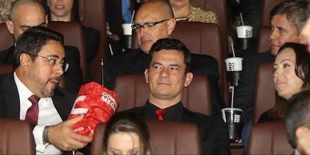 CURITIBA, PR, 28.08.2017: FILME-LANÇAMENTO - Os juízes federais Sérgio Moro e Marcelo Bretas acompanham sessão de gala do filme