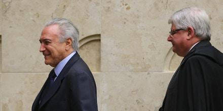 Brasília - O presidente Michel Temer e o ministro do STF, Rodrigo Janot participam de sessão comemorativa ao 28º aniversário da Constituição Federal do Brasil (José Cruz/Agência Brasil)