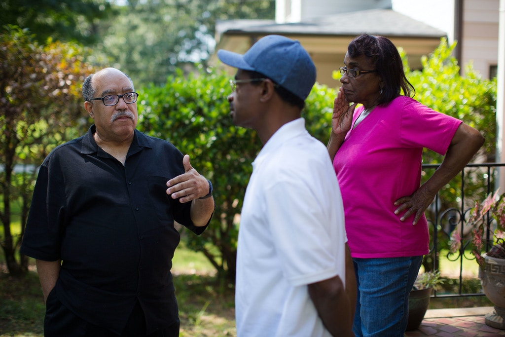 Vincent Fort talks with Andre LeMont and his mother, Bobbie Ogletree, while Fort canvasses for votes in Atlanta on Saturday, Sept. 9, 2017. Fort is one of 12 candidates in a non-partisan race for Atlanta mayor. Photo by Kevin D. Liles for The Intercept
