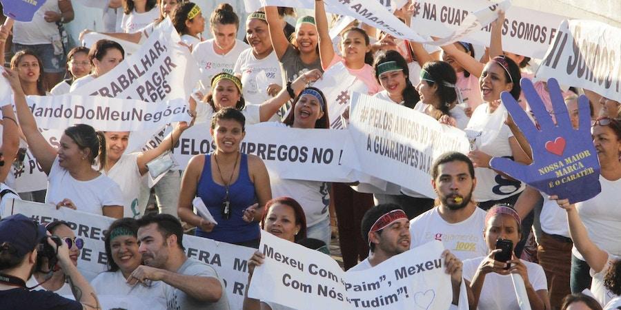NATAL, RN, 21.09.2017: PROTESTO-RN - O grupo Movimento Brasil Livre (MBL), organização não governamental de ativismo político, convocou uma manifestação em Natal na tarde desta quinta-feira (21), em frente à sede do Ministério Público do Trabalho (MPT). A manifestação tem por objetivo mostrar apoio à empresa Guararapes, do empresário Flávio Rocha, controladora das lojas Riachuelo. (Foto: Nuno Guimarães/FramePhoto/Folhapress)