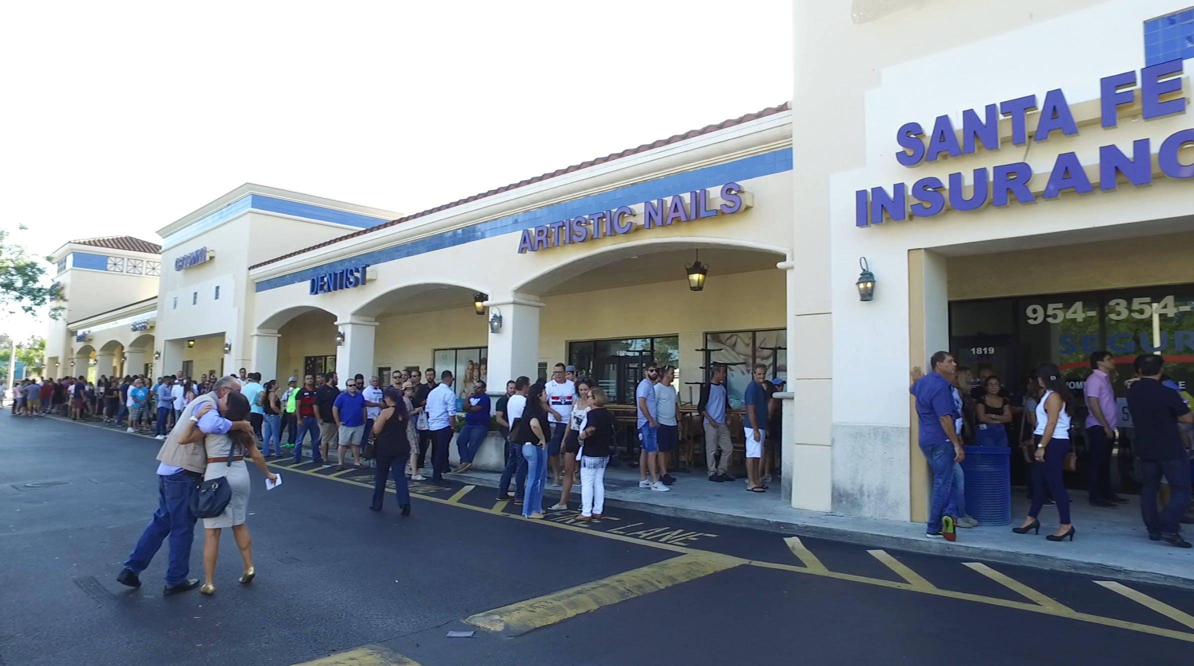 Fila de espera para o evento de Jair Bolsonaro em Deerfield Beach, Flórida no dia 8 de outubro de 2017.