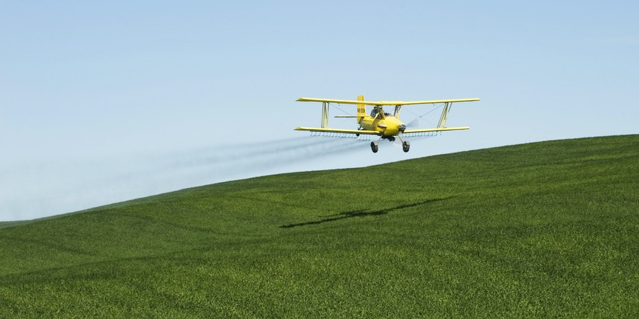 July 28, 2016 - USA, IDAHO, PALOUSE AREA, NEAR MOSCOW, BI-PLANE CROP-DUSTING WHEAT FIELD WITH PESTICIDE ..3rd August 1921 - First crop dusting of farm fields: A United States Army Air Service Curtiss JN4 Jenny piloted by John A. Macready was modified at McCook Field to spread lead arsenate to kill catalpa sphinx caterpillars at a Catalapa farm near Troy, Ohio (Credit Image: © Wolfgang Kaehler/UPPA via ZUMA Press)