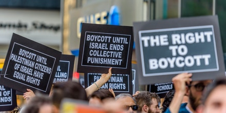 June 9, 2016 - New York, New York, United States - State-sanctioned backlash against the movement for Palestinian human rights has reached a critic point as Gov. Cuomo just signed a McCarthyite executive order requiring state agencies to divest from organizations that support the Palestinian call to boycott companies profiting from, or cultural or academic iinstitutions complicit in, Israel's oppression of the Palestinian people. Furthermore, the order requires the creation of a publicly available blacklist of all companies and institutions that support the movement. (Credit Image: © Erik Mcgregor/Pacific Press via ZUMA Wire)