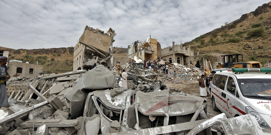 Emgergency services and Yemeni civilians search under the rubble of houses destroyed in an air strike in the residential southern Faj Attan district of the capital, Sanaa, on August 25, 2017.The attack destroyed two buildings in the southern district, leaving people buried under debris, witnesses and medics said. / AFP PHOTO / Mohammed HUWAIS (Photo credit should read MOHAMMED HUWAIS/AFP/Getty Images)